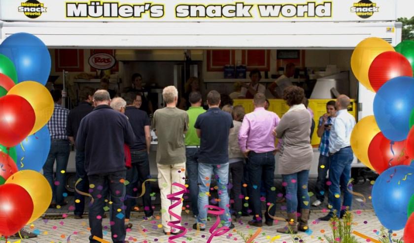 Müllers Snackworld staat een jaar op de nieuwe vaste plek aan de Nijverheidsstraat. Dat wordt op gepaste wijze gevierd.