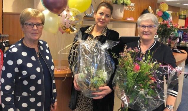 Ria ter Beeke, Judith Kroeze en Jose Krikke (vlnr) zijn de gezichten van de winkel die gevestigd is aan de Schoolstraat.