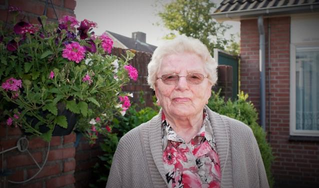 Ter gelegenheid van haar honderdste verjaardag geeft Sjaan Witlox-Van Hal een receptie in de Beukenhof in Biezenmortel, vanaf 12.30 uur.