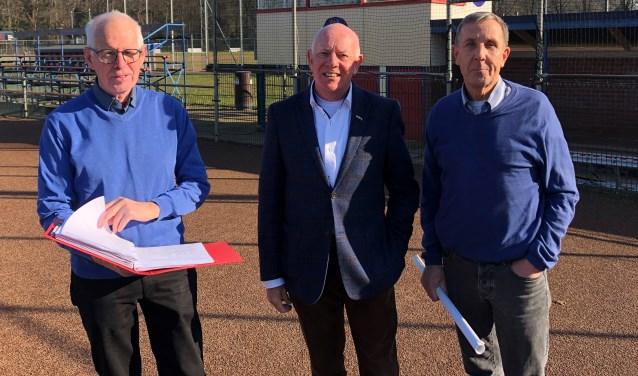 Henk Heegen, Joop Hassink en Bert Oosterveld op het veld van Tex Town Tigers.