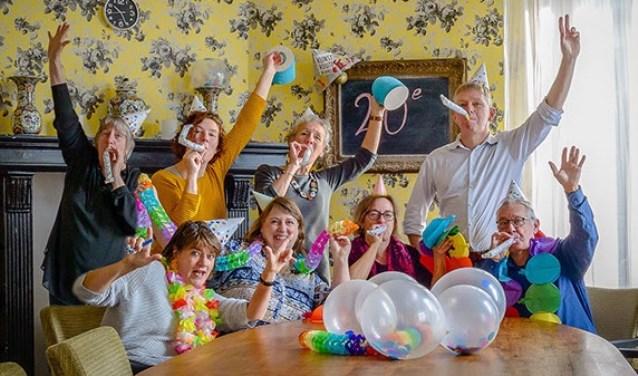Thema dit jaar voor de Kinderkunst, 'Feest'. De kinderen gaan werken met karton. Wij zijn alvast begonnen met feesten!