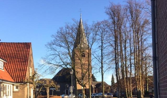 Kerk + Kerkplein Almen