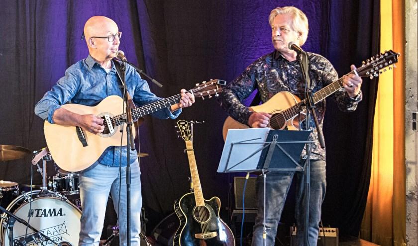 Henk Westerveld (links) en Stef Geurtzen van de Achterhoekse band GoedVolk. (Foto: Henk van Raaij)