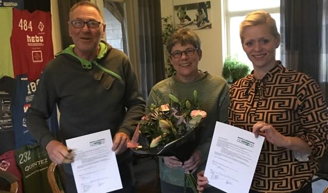 Vlnr Herbert en Anita Luimes (eigenaren Try-out) en Yvonne Reusen (voorzitter survivalsportvereniging Ropes & Running