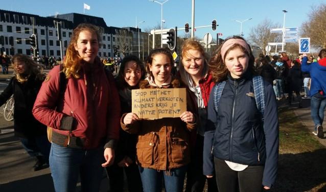 De scholieren in Den Haag. (Foto: Chard van den Berg)