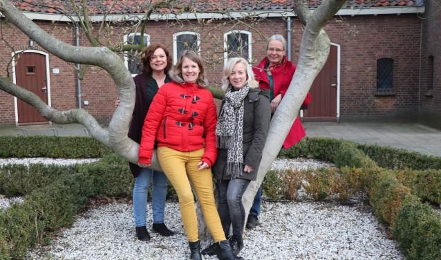 Tanja van Driel (Welzijn Putten), Hetty Lommers (Zorggroep Noordwest Veluwe), Wendy Jager (Zorgerf Buiten-land) en Simone van Ee (Welzijn Putten) verheugen zich er op om veel vrijwilligers te ontmoeten tijdens de Workshop Carrousel op 8 april.