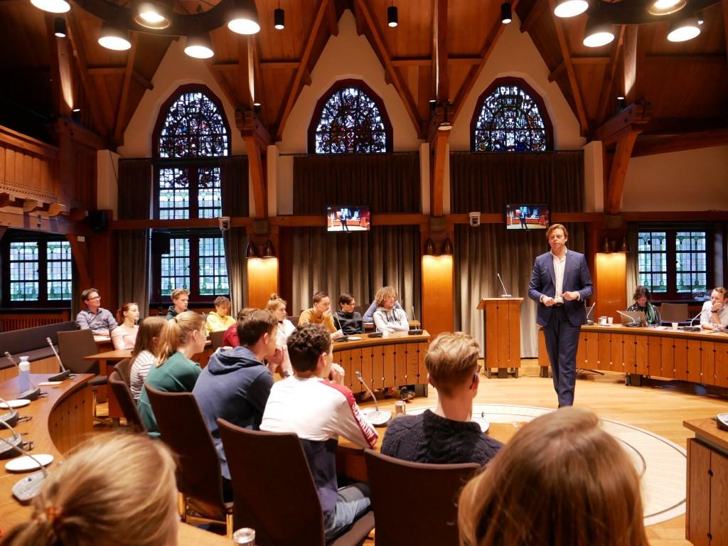 Raadslid Daan de Neef vertelde over zijn ervaringen met de media.  © Persgroep