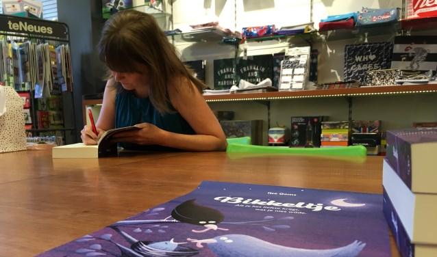Het boek 'Bikkeltje' gaat over Ilses dochter Merle, die geboren werd met het zeer zeldzame Wolf-Hirschhornsyndroom. (Foto: Amber Zwartbol)