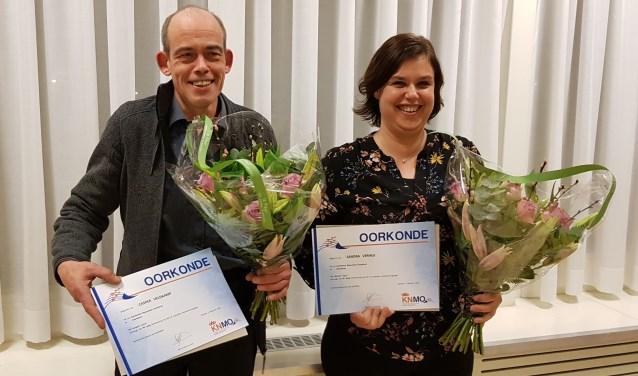 De jubilarissen van SBOG - Sandra Verheij (25 jaar) en Casper Veldkamp (40 jaar). (foto: Wim Papperse)