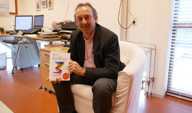 Predikant Piet van Veldhuizen vertaalde het boek God 9.0 in het Nederlands.