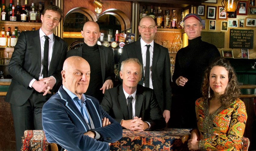 De Gouden Jarenis een kijk- en luisterprogramma met het orkest van Cor Bakker. (foto: persfoto)