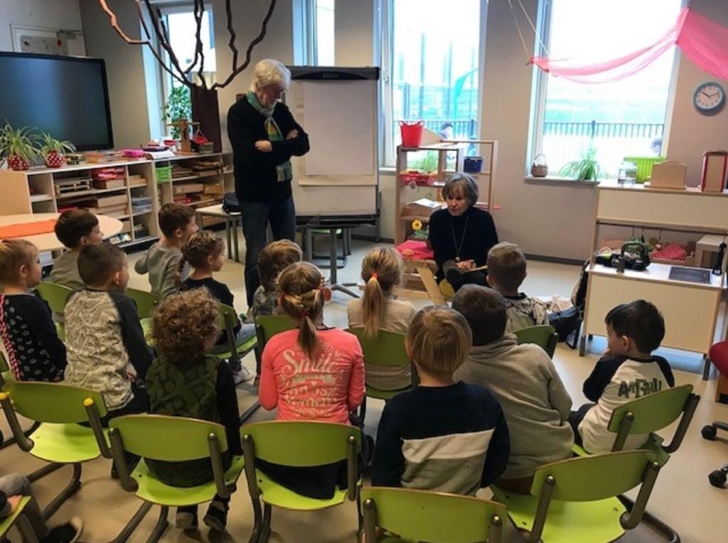 Ingrid en Dieter Schubert te gast op de Prinses Wilhelmina School in Lexmond. Eigen foto  © Persgroep
