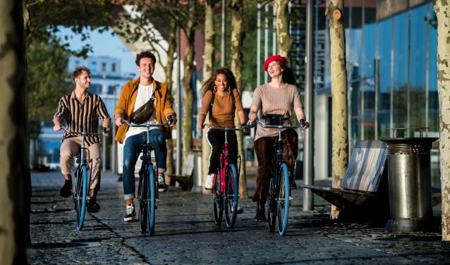 Swapfiets, de fiets met de iconische blauwe voorband waarop je vanaf 15 euro per maand (studenten 12 eu-ro) een abonnement kunt nemen, heeft nu ook 'n winkel in de Bredase binnenstad, aan de Tolbrugstraat 18.