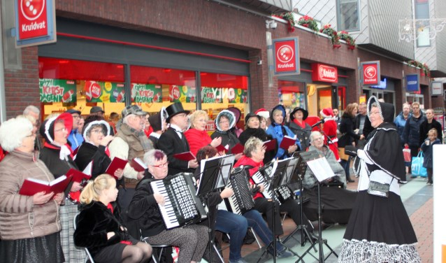 Tranen met Tuiten bij een optreden in Winkelcentrum Carnisse Veste in Barendrecht