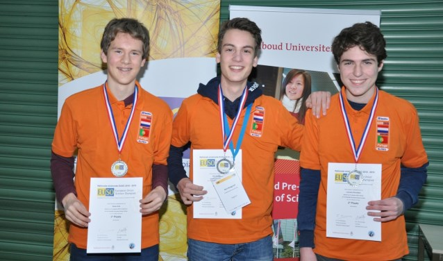 EUSO 2019 nationale eindronde Tweede plaats: Stedelijk Gymnasium Breda v.l.n.r.: Bram Arts, Bart Burggraaf en Laurens Smulders