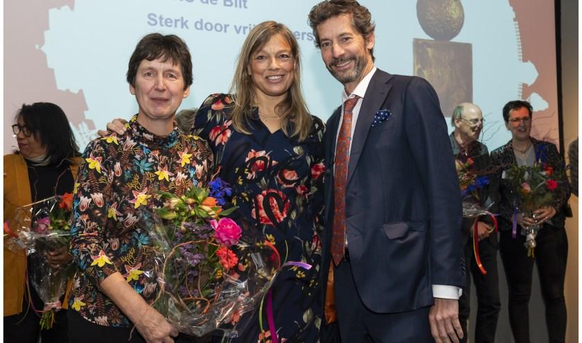 van links naar rechts: Maaike Drok (MENS De Bilt), Astrid Kloosterziel (MENS De Bilt), Peter Douwes (Oranjefonds)foto is gemaakt tijdens bekendmaking nominaties in Groenekan, Fort Voordorp.