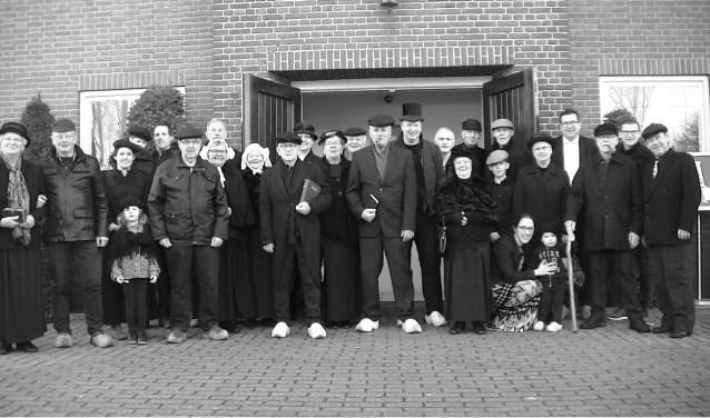Net als vroeger. Opname van het gezelschap dat afgelopen zaterdag in het buitengebied van Zwartebroek was te vinden.