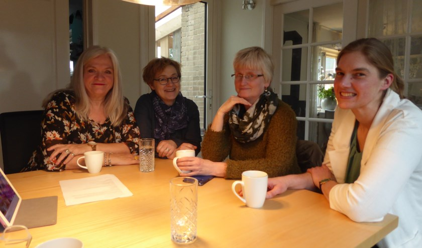 Ellis de Groot, Ilse Derks, Liesbeth ter Elst en Martine ter Braak vormen samen met nog een aantal anderen het Ondernemers Gilde Renkum.