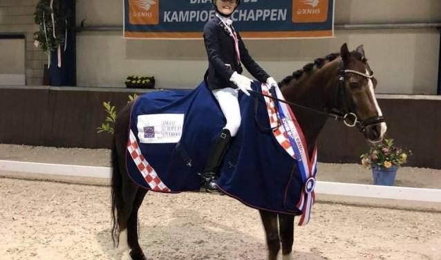 Jill van Hooff met pony Dajo.