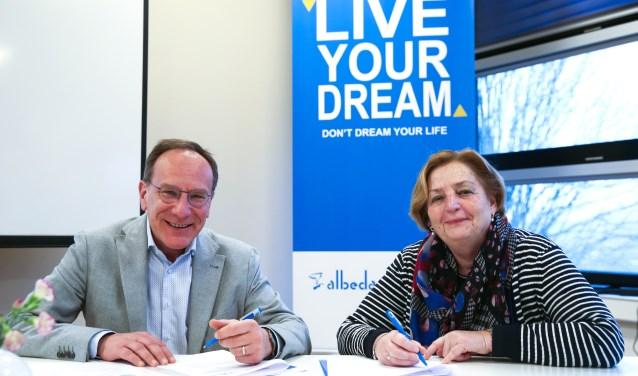 Marcel Nollen en Anky Romeijnders ondertekenen een samenwerkingsconvenant