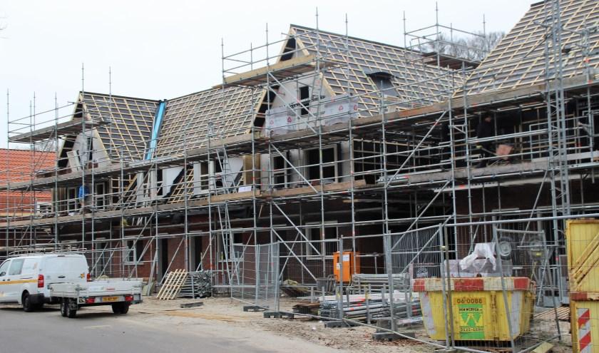 Molenbeek is volop in aanbouw. Er is discussie hoeveel woningen er nog gebouwd mogen worden. Volgens een provinciaal rapport is  tussen 2018 en 2040 behoefte aan 100 woningen. Die staan er al. Foto Dick Baas