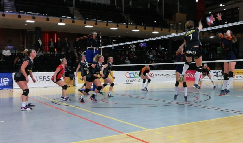 Het team begon afwachtend aan de wedstrijd, maar vanaf de derde set bepaalden ze het spel. Eigen foto.