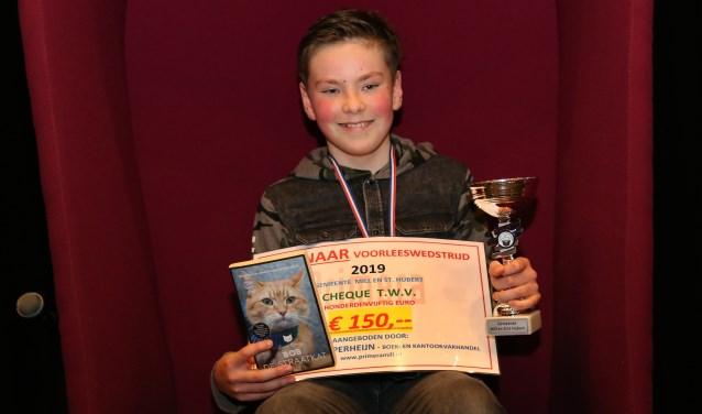 Kas van Dooren van 't Stekske won afgelopen week de gemeentelijke ronde van de Nationale Voorleeswedstrijd. (foto: Marco van den Broek)