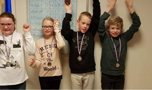 De damkampioenen van de Jan Barbierschool.