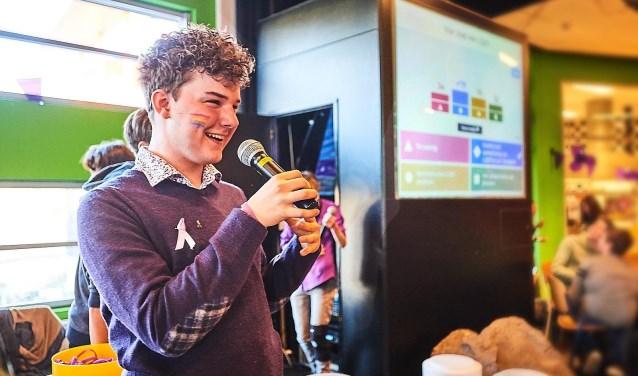 Justin Hermsen presenteert de Paarse Vrijdag 2018 op het Rembrandt College