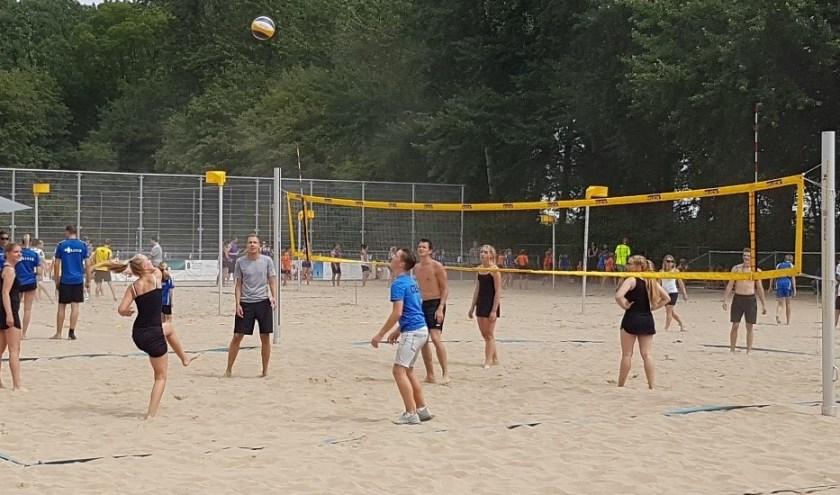 Beachvolleybal, Beacvoetballen en Beachkorfballen op het Botreep Beach Event. Foto: Enrico Stout