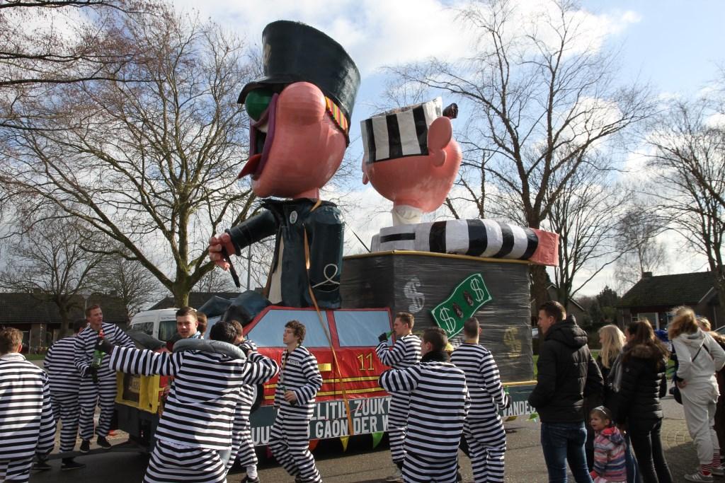 De Loose carnavalsoptocht begint na een stevig gezamenlijk ontbijt om 11.11 uur tijdens de Blauwe Maondag.
