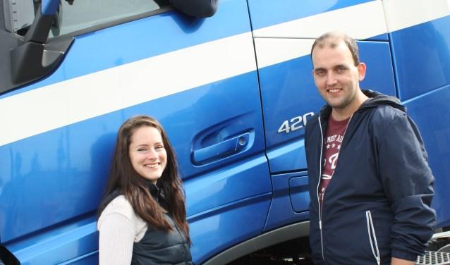 De organisatie van de Truckrun: Jos Broeks in de vrachtwagen en Peggy ten Tuijnte en Thijs Rosendaal erbij.
