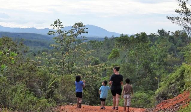 Jill vond het heerlijk om in de prachtige heuvels rond het kinderdorp te wandelen. Soms met 'haar kinderen', maar soms ook alleen.