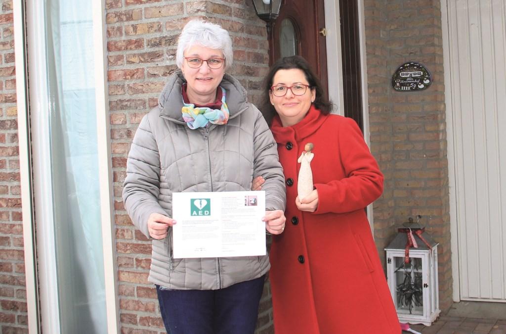 Anita Horstmanshof (links) en Gina Meijer hopen snel een buurt-AED te kunnen aanschaffen.
