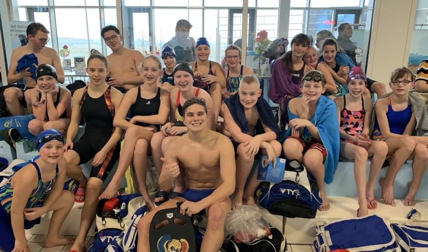 De groep zwemmers van Z & PC Triton Putten bij de wedstrijd