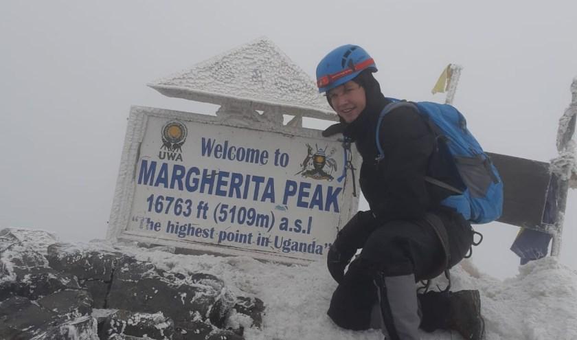 Joey Steenbakker op de Margherita Peak. (foto: privébezit)
