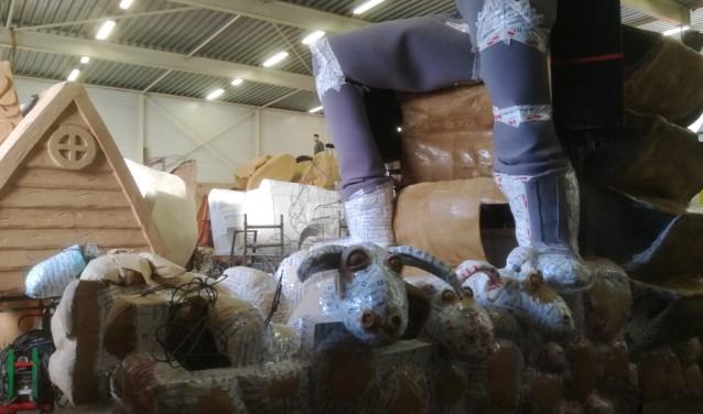 Bouwhal in 't Faantelaand: groot, groter en van die joekels...