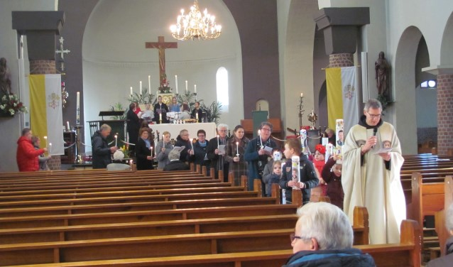 In alle kerken van de Franciscus parochie Bommelerwaard is in afgelopen weekendde kerkelijke feestdag Maria Lichtmis gevierd.