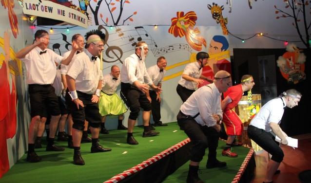 Raad van Elf in actie tijdens Bonte Bimde Avond