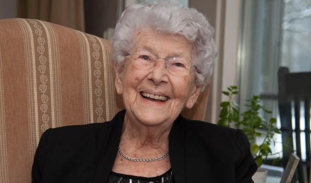 Mevrouw Rasch-Bruinsma vierdehaar verjaardag in besloten kring.