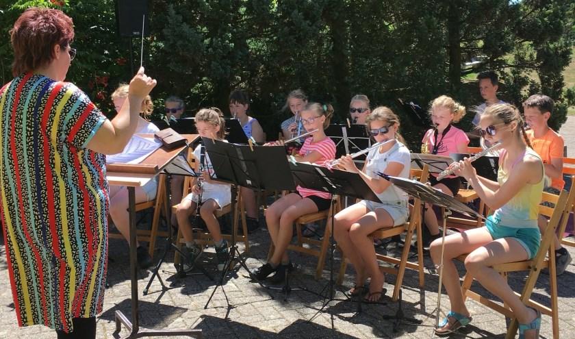 Het jeugdorkest van Concordia in actie tijdens het afgelopen zomerconcert. (Foto: Jos Taken)