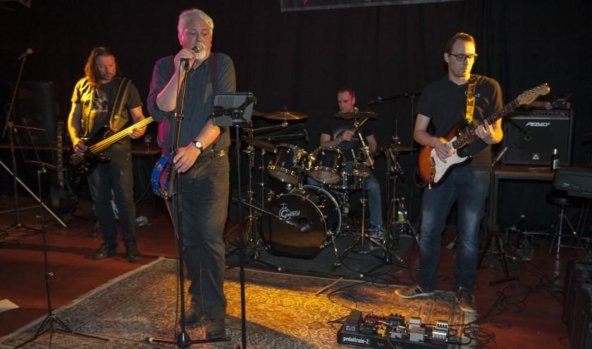 Rockmuziek. Daar is in Herveld een markt voor. Bands spelen er graag en publiek komt er volop op af. (foto: Ellen Koelewijn)