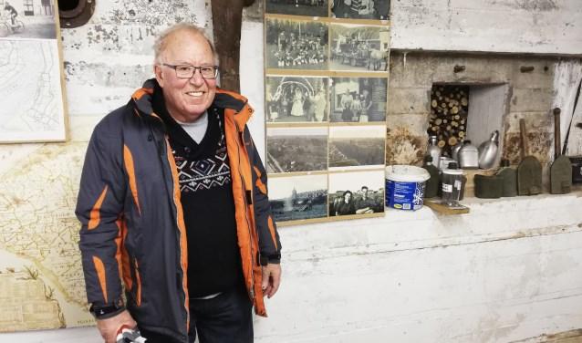 Voor ons deed Wim de Meij de bunker met zijn bijzondere verzameling toch alvast even van het slot. Foto: Conny den Heijer
