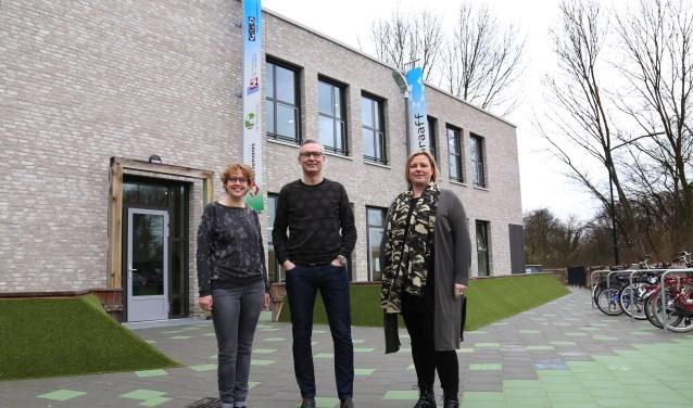 Jeanette de Vries, William van den Berg en Rianda School. (foto: Marco van den Broek)