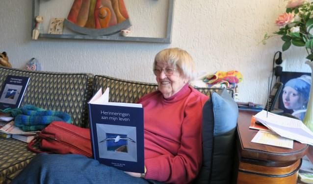 Gezina van der Wal schreef een boek over haar leven en carrière als vrouwenarts.