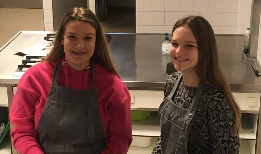 Stevensbeekse leerlingen Evi en Noortje op ontdekkingstocht in de beroepenwereld. Foto: Judith Stevens (Metameer)