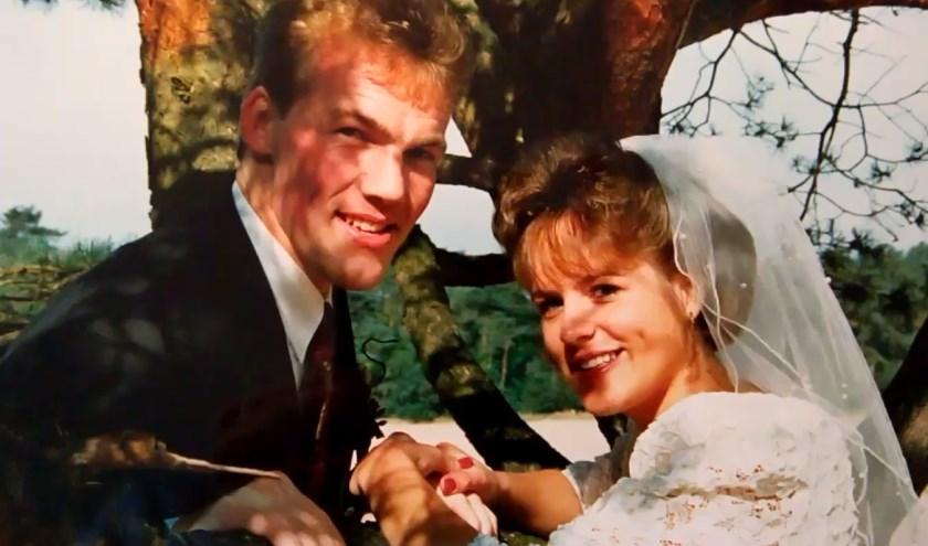 Hendri van 't Ende en zijn Frederike tijdens hun trouwdag 25 jaar terug. (foto: eigen foto)