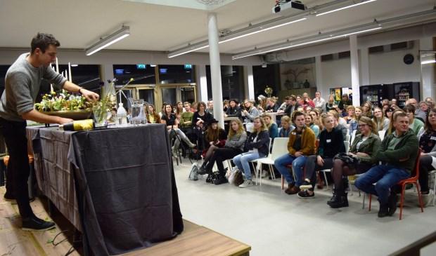 Bloemschikdemonstratie - masterclass Sören van Laer voor bloemisten en studenten Aeres MBO Velp - fotograaf Marjanne Eikelboom