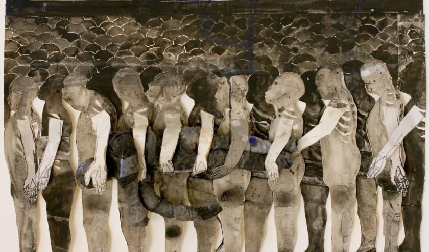 Fragment van 'This One' door Caren van Herwaarden. Een ruimtelijke collage op papier, oude lakens, stijfsel en gouache op papier. Het Noordbabants Museum brengt haar werk 'samen' met dat van Leon Adriaans.