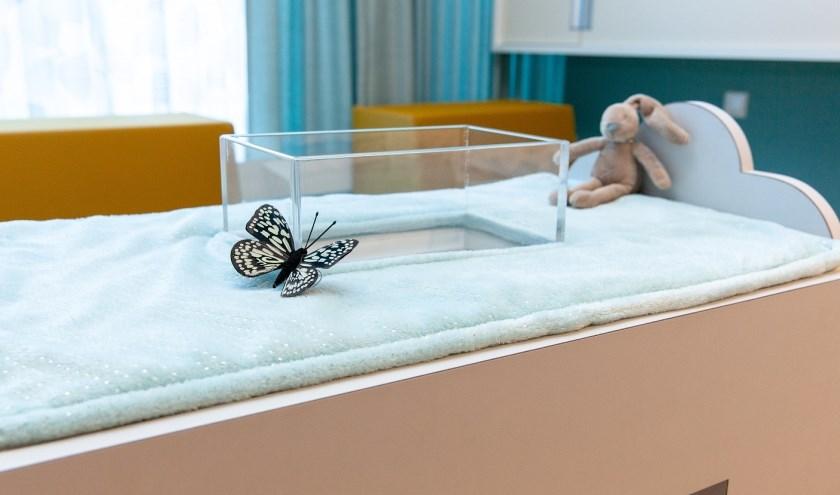 In het opbaarmeubeltje is ook ruimte gemaakt voor wat persoonlijke spulletjes, zoals een knuffel of foto.